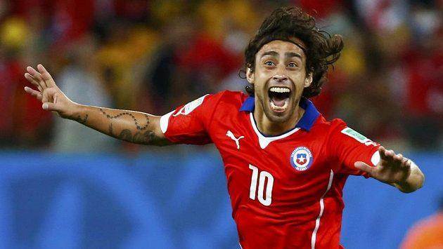 Chilan Jorge Valdivia slaví gól proti Austrálii.