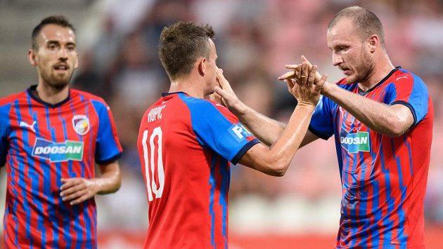 Fotbalisté Viktorie Plzeň Jan Kopic a Michael Krmenčík oslavují gól na 1:0 během utkání s Příbramí.