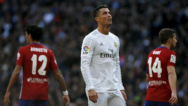 Cristiano Ronaldo z Realu Madrid při derby s Atlétikem.