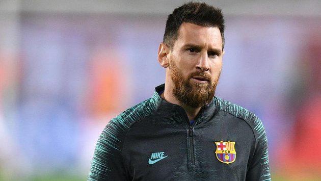 Barcelonský Lionel Messi těsně před zápasem se Slavií v Edenu.