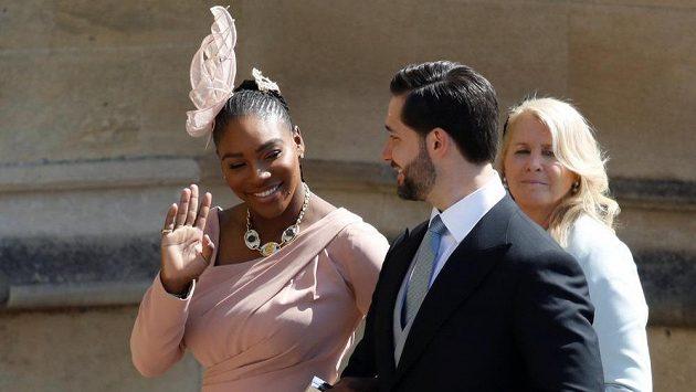 Tenista Serena Williamsová s manželem na nedávné svatbě prince Harryho a Meghan Markle.