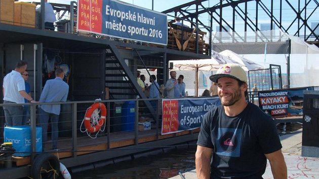 Vodní slalomář Vavřinec Hradilek 28. června slavnostně otevřel multisportovní a zábavní centrum na pražské náplavce u Výtoně.