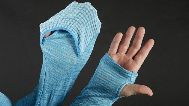 Triko Nike Element Sphere 1/2 Zip a falešné rukavice.