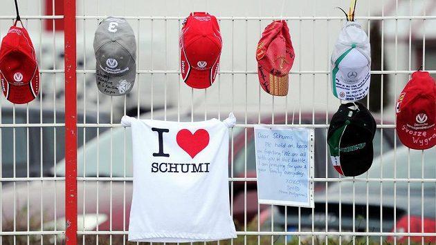 U nemocnice v Grenoblu vyjadřují Michaelu Schumacherovi podporu řady fanoušků.
