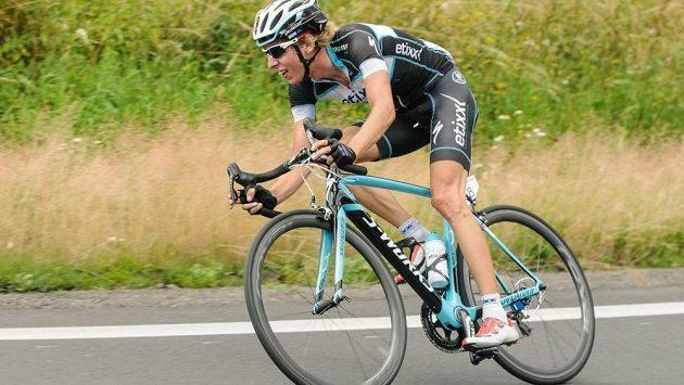 Cyklista Jan Hirt vede závod Kolem Rakouska.