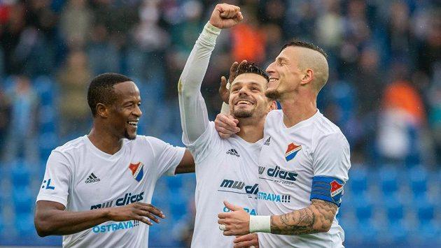 Hráči Ostravy se radují z gólu, zleva Dame Diop, Milan Jirásek a Jiří Fleišman.