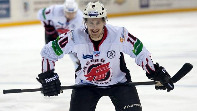 Výkony v dresu Omsku pomohly Romanu Červenkovi k angažmá v NHL, od příští sezóny bude hrát za Calgary