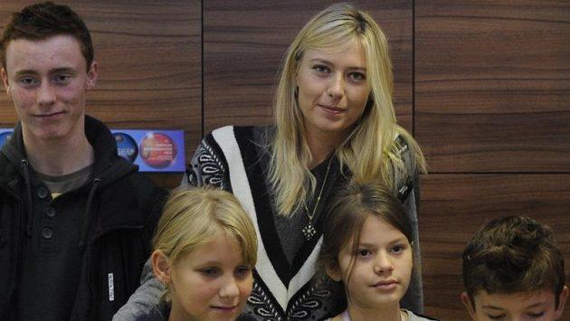 Ruská tenistka Maria Šarapovová navštívila Nemocnici s poliklinikou v Italské ulici v Praze.