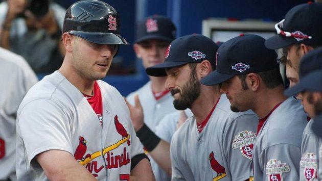 Baseballisté St. Louis se radují z výhry na hřišti Atlanty.