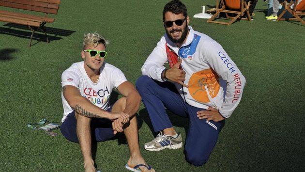 Kajakář Josef Dostál (vpravo) a kanoista Martin Fuksa v olympijské vesnici v Riu de Janeiro.