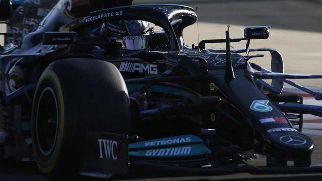 Lewis Hamilton během testů.