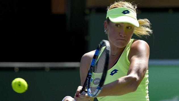 Denisa Allertová během utkání s Angelique Kerberovou v Indian Wells.
