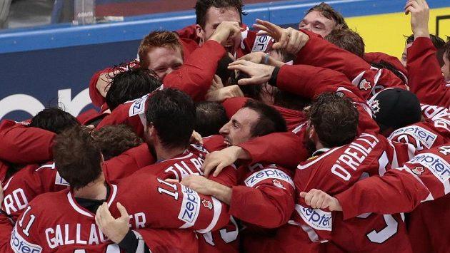 Je dobojováno, obhajoba titulu se vydařila! Erupce kanadské radosti po finále MS s Finskem.