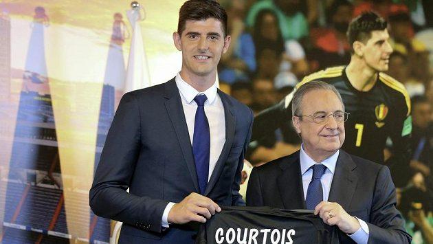 Brankář Thibaut Courtois (vlevo) a prezident Realu Florentino Pérez.