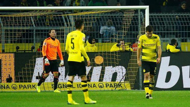 Fotbalisté Dortmundu jen krátce poté, co přišli doma proti Schalke o čtyřgólový náskok.