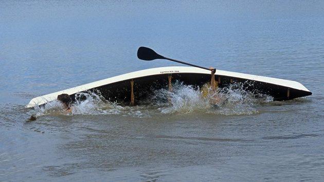 Nestává se často, aby běžci zachraňovali vodáky. (ilustrační foto)
