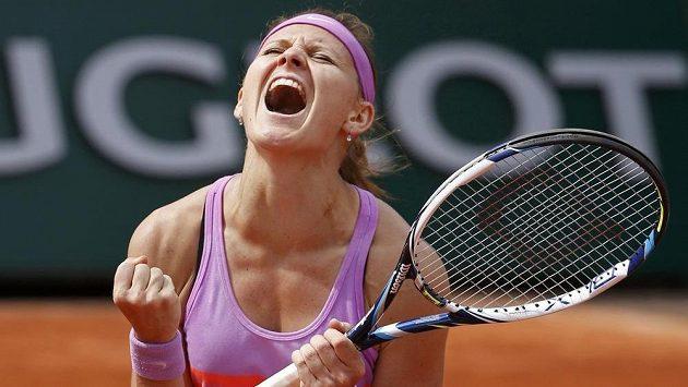 Česká tenistka Lucie Šafářová se raduje z postupu na French Open.