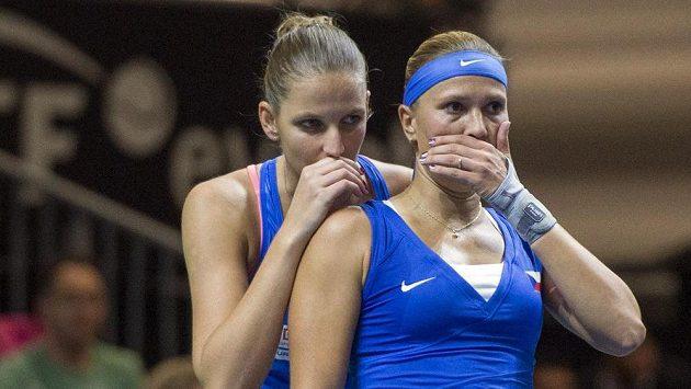 Finalistky loňského turnaje J&T Banka Prague Open Karolína Plíšková (vlevo) a Lucie Hradecká budou letos startovat znovu.