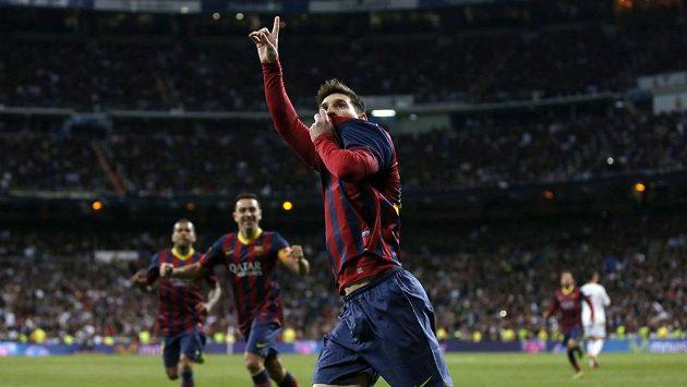 Lionel Messi oslavuje gól vstřelený Realu Madrid.