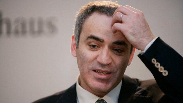 Exmistr světa Garri Kasparov prohrál s Davidem Navarou.