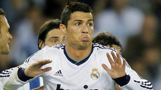 Cristiano Ronaldo krátce po skončení zápasu na stadiónu El Prat, kde Real Madrid remizoval 1:1 a přihrál tak definifivně titul Barceloně.