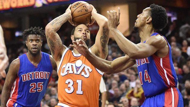 Basketbalisté Clevelandu si v NBA proti Detroitu s chutí zastříleli.