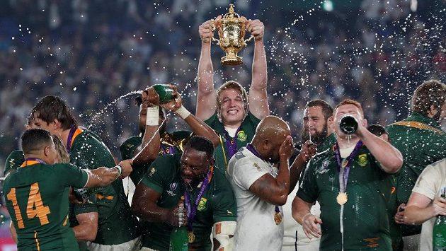 Ragbisté Jihoafrické republiky se radují ze zisku titulu mistrů světa.