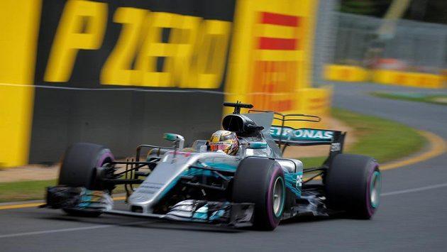 Pilot Lewis Hamilton při tréninku v Austrálii.