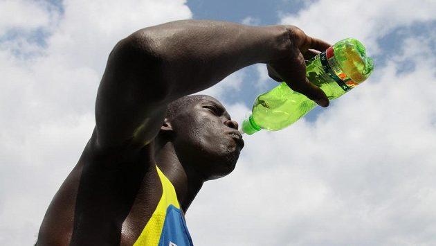 Jezte jako Keňané! V příštím díle si povíme, jak jako Keňan také pít.