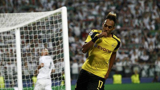 Útočník Borussie Dortmund Pierre-Emerick Aubameyang se raduje z gólu.