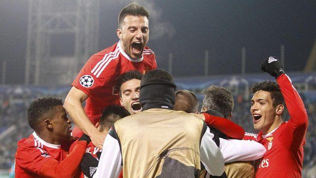 Radost fotbalistů Benfiky v Petrohradu.