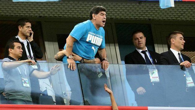Slavný Diego Maradona během duelu Argentiny s Nigérií.