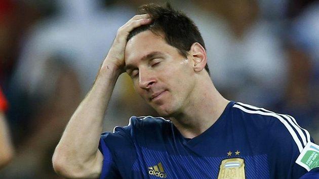 Zklamaný argentinský fotbalista Lionel Messi po finálové porážce s Německem.