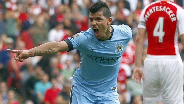 Sergio Agüero z Manchesteru City se raduje z branky proti AS Řím. Další už ale jeho tým nepřidal.