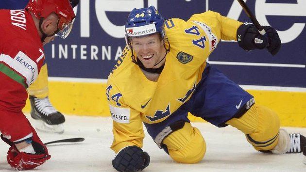 Švédský útočník Nicklas Danielsson se raduje z úvodní trefy ve čtvrtfinálové bitvě s Běloruskem.