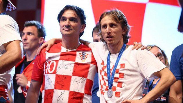 Chorvatský kouč Zlatko Dalič vedle reprezentačního kapitána Luky Modriče během oslav stříbra z MS.