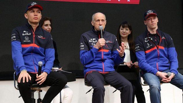 Franz Tost (uprostřed) s jezdci týmu Toro Rosso.