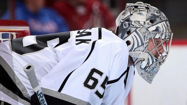 Český gólman Patrik Bartošák v dresu Los Angeles v přípravném kempu před touhle sezónou NHL.