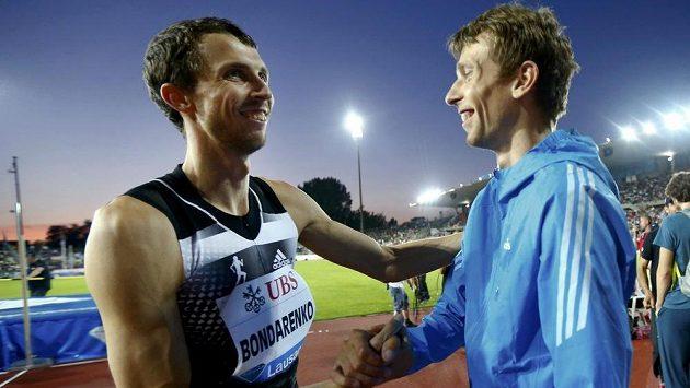 Ukrajinci Bohdan Bondarenko a Andrej Procenko, dva muži, kteří už letos přeletěli 240 cm.