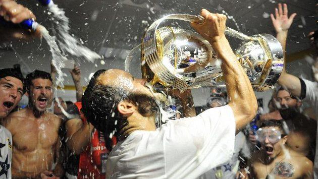 Fotbalista Los Angeles Galaxy Landon Donovan slaví titul v americké MLS.