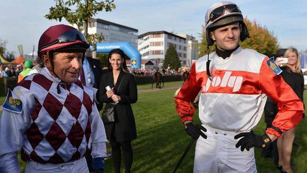 Žokej Josef Váňa starší (vlevo) a jeho syn Josef Váňa mladší.