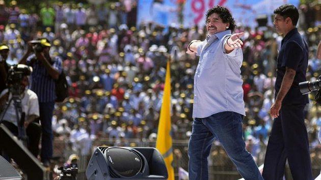 Diego Maradona (druhý zprava)