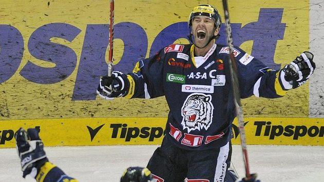 Liberecký Petr Nedvěd se raduje ze své branky Českým Budějovicím.