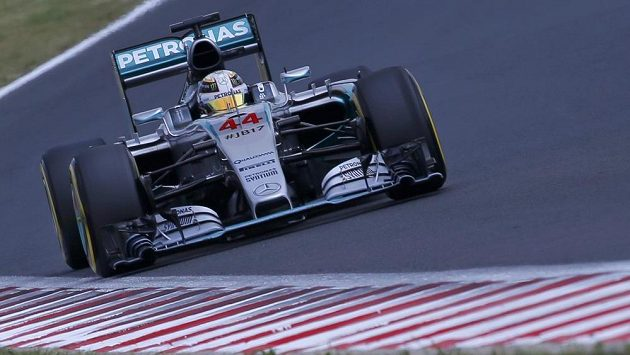 Pilot Mercedesu Lewis Hamilton vyhrál kvaolifikaci na VC Maďarska.