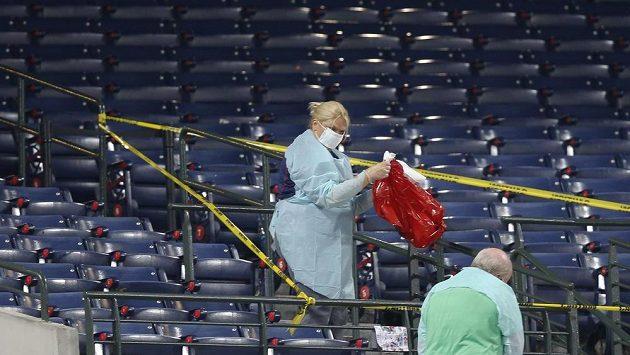Část tribuny baseballového stadiónu Turner Field v Atlantě, kam dopadl fanoušek.