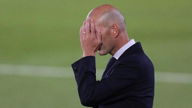 Trenér Realu Madrid Zinédine Zidane nechápal, proč se po výhře jeho týmu nad San Sebastianem řešil výkon rozhodčího.