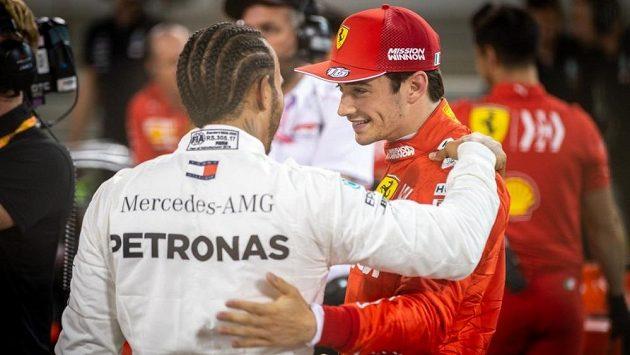 Lewis Hamilton a Charles Leclerc.