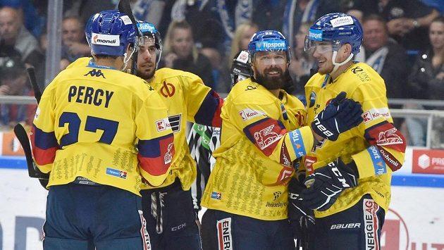 Zprava Kristofers Bindulis z Českých Budějovic a Milan Gulaš z Českých Budějovic se radují z gólu.