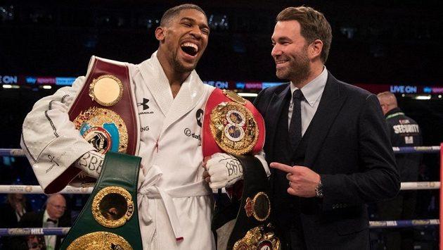 Anthony Joshua má důvod k radosti, dočkal se zápasu o čtyři hlavní boxerské pásy, tři už má.