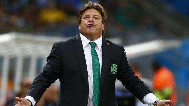 Mexický kouč Miguel Herrera při utkání s Chorvatskem.